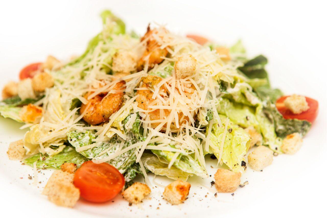 Фото рецепт цезарь с креветками